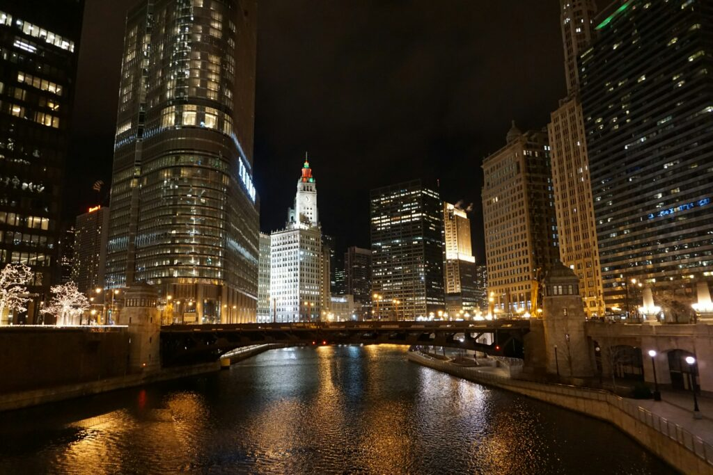 10 reasons to visit chicago in the winter mint notion for Reasonable hotels downtown chicago